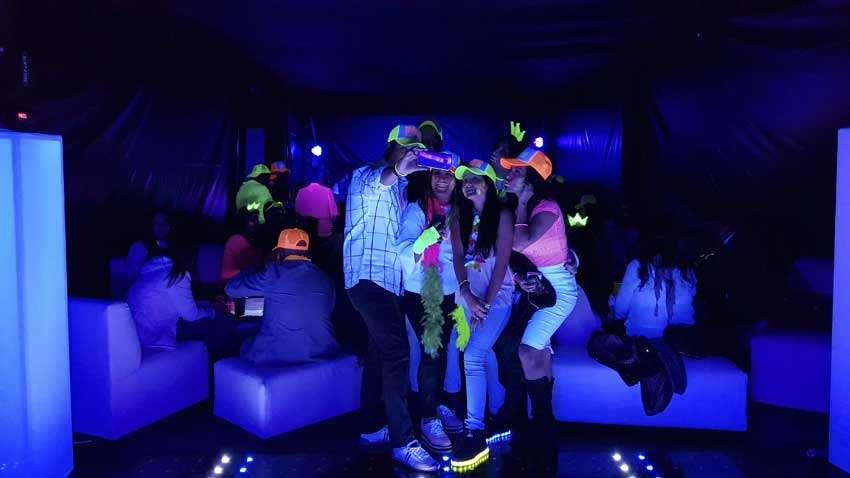 dj para fiestas en casa KLS evento Neon