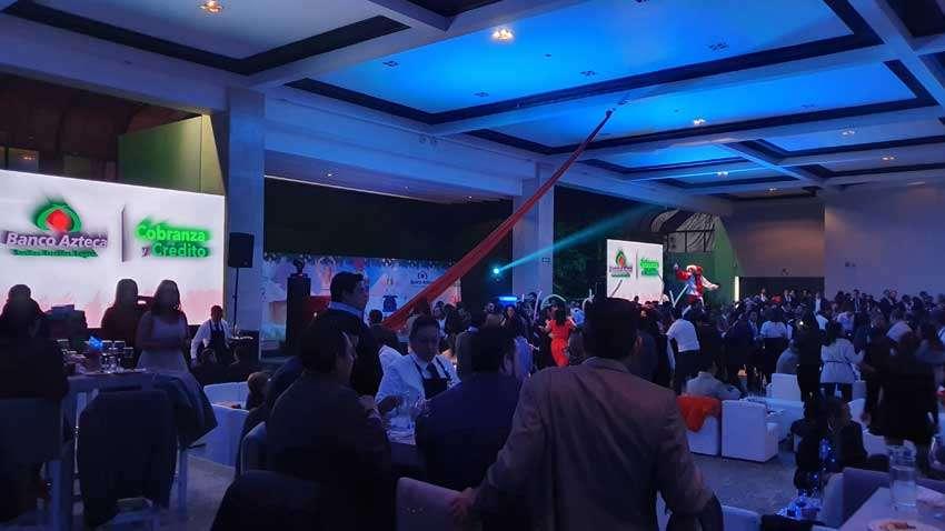 fiesta con dj KLS de Banco Azteca en salón Ambrosía