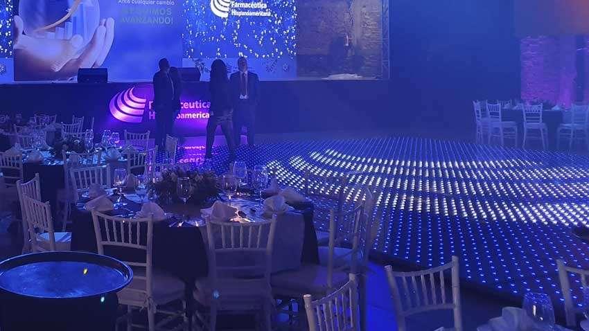 dj para fiesta KLS pista iluminada en color azul y blanco